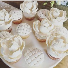: @dessertsbyjoey #cupcake #love #white #delicate #delicious #delikat #dessert #muffins #art #kunstverk #inspiration #detlilleekstra #dinbabyshower #babyshower #dåp  #navnefest #baby #party #fest