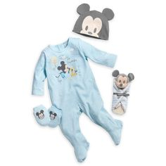Help the new baby feel welcome at home with this adorable Mickey Mouse gift set of a romper, socks, hat, and a mini plush blanket. Mickey Mouse Gifts, Mickey Mouse Outfit, Baby Mickey Mouse, Welcome Home Baby, Welcome Home Gifts, Baby Gift Sets, Baby Gifts, Cool Baby Clothes, Babies Clothes