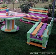 Pin by Eadaoin Macauley on garden design in 2019 Pallet Patio Furniture, Diy Garden Furniture, Outdoor Furniture Sets, Outdoor Decor, Pallet Tables, Pallet Table Outdoor, Wooden Spool Tables, Wooden Cable Spools, Pallet Crafts