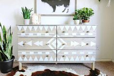 Using Scotch blue tape to create a native american design on this dresser+++++ add to living room as coffee bar! Native American Bedroom, Native American Decor, Southwest Decor, Southwestern Decorating, Home Decor Trends, Diy Home Decor, Painted Furniture, Diy Furniture, Refinished Furniture