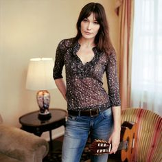 Carla Bruni's hair: bangs & layers that can be styled sleek & polished by day AND messy & undone by night.