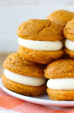 Pumpkin Cheesecake Whoopie Pies that only take 5 ingredients!