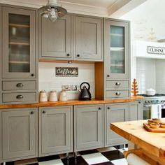 Classic kitchen dresser carisbrooke kitchen B&Q Taupe Kitchen, Grey Kitchen Cabinets, Kitchen Tiles, Kitchen Colors, Kitchen Flooring, New Kitchen, Kitchen Design, Kitchen Decor, Dark Cabinets