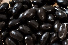 Even though they are more ripe than their green counterparts, freshly picked black olives are much too bitter to eat and too hard to chew. You must cure them in order to eat them. There is a simple method for preparing black olives at home. Olive Recipes, Greek Recipes, Olive Brine, Baked Chicken Wings, Preserving Food, Easy Healthy Recipes, Healthy Meals, Diy Cleaning Products, What To Cook