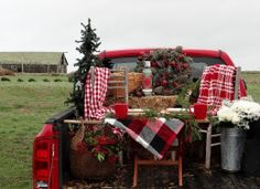 Wouldn't this be awesome for Christmas pictures? Christmas Photo Props, Christmas Backdrops, Christmas Mini Sessions, Christmas Pictures, Christmas Decorations, Holiday Decor, Christmas Vignette, Christmas Carnival, Christmas Red Truck