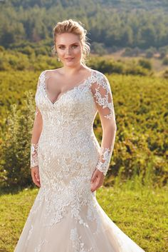 Best Wedding Dresses For Plus Size Brides Plus Size Wedding Dresses With Sleeves, Plus Size Wedding Gowns, Plus Size Gowns, Black Wedding Dresses, Bridal Dresses, Wedding Lace, Modest Wedding, Classy Evening Gowns, Plus Size Brides