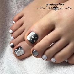 Looking for new and creative toe nail designs? Let your pedi always look perfect. We have a collection of wonderful designs for your toe nails that will be appropriate for any occasion. Be ready to explore the beauty and endless creativity of nail art! Pedicure Nail Art, Manicure, Toe Nail Art, Black Toe Nails, Pretty Toe Nails, Cute Toe Nails, Pretty Pedicures, Stiletto Nails, Best Toe Nail Color