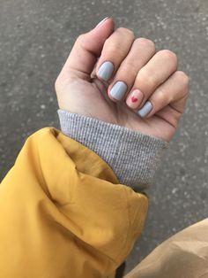 Discover the 10 most popular nail polish colors of all time! - My Nails Nail Manicure, Diy Nails, Cute Nails, Pretty Nails, Heart Nail Art, Heart Nails, Bright Summer Nails, Round Nails, Diy Nail Designs