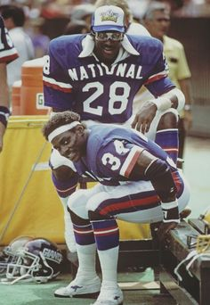 a6f2aa50e41 Eric Dickerson (Rams) and Walter Payton (Bears) during a Pro Bowl game
