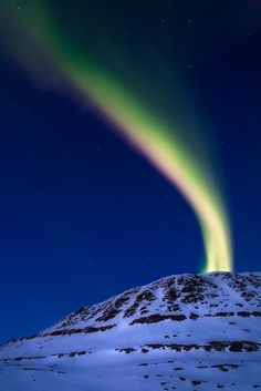 Fantasy in the Sky as if projected from earth - captured by Arild Heitmann  (arildheitmann.com)