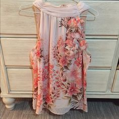 Almost brand new! Worn once! Beautiful floral top, worn once. Ties around neck. Size Large. Maurices Tops Blouses