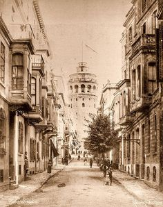 Istanbul, Turkey in 1900 I passed through this street every day last six months. Old Pictures, Old Photos, Empire Ottoman, Belle Villa, Historical Pictures, Old City, Islamic Art, Art And Architecture, Latina
