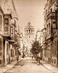 Galata kulesi ve Büyük Hendek caddesi Istanbul, Turkey in 1900