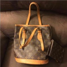 Authentic Louis Vuitton bag Bag is as seen in the pictures no ripped in the outside only the bottom but can be relined in a local LV store Louis Vuitton Bags Shoulder Bags