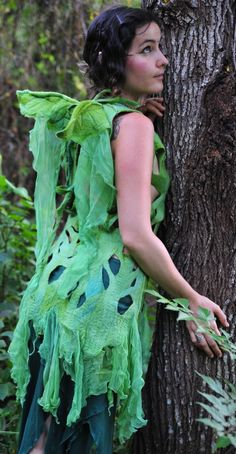 Felt Fairy Wing Leaf Dress - from Pixiegirl Felt and Clothing <> (faery… Funky Outfits, Cool Outfits, Faerie Costume, Felt Fairy, Fairy Clothes, Renaissance Clothing, Fantasy Costumes, Fairy Wings, Costume Accessories