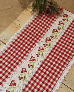 Table Runner And Placemats, Table Runner Pattern, Table Runners, Hand Embroidery, Machine Embroidery, Japanese Patchwork, Towel Crafts, Red Cottage, Table Toppers