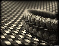 https://flic.kr/p/CWh8AX | Stitched paracord bracelet | Gold paracord woven bracelet, with this pattern also called fishtail and switchback strap, with black 1.4mm cord stitched down the center.
