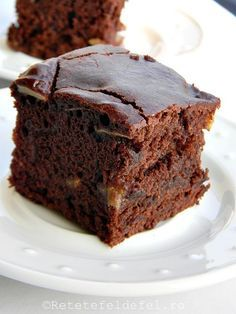 Recipe Kryptonyte - 3 nut flourless chocolate cake by learn to make this recipe easily in your kitchen machine and discover other Thermomix recipes in Baking - sweet. No Cook Desserts, Dessert Recipes, Helathy Food, Cacao Recipes, Romanian Desserts, Good Food, Yummy Food, Flourless Chocolate Cakes, Delicious Vegan Recipes
