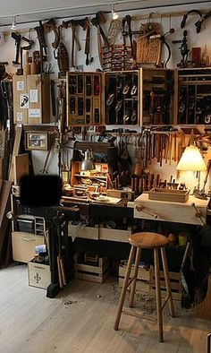 Bewitching Woodworking projects beginner,Wood working gifts wax paper and Woodworking bed pictures. Woodworking Shop Layout, Woodworking Garage, Woodworking Classes, Woodworking Furniture, Fine Woodworking, Woodworking Crafts, Woodworking Equipment, Woodworking Patterns, Woodworking Workshop
