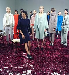 #ELLEshowtime 다양한 #향기 를 주제로 한 #구호 의 2017 F/W 컬렉션@kuho_official  via ELLE KOREA MAGAZINE OFFICIAL INSTAGRAM - Fashion Campaigns  Haute Couture  Advertising  Editorial Photography  Magazine Cover Designs  Supermodels  Runway Models