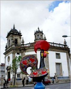 Lenda do Galo de Barcelos (Barcelos, Portugal): Esta lenda narra a intervenção milagrosa de um galo morto na prova da inocência de um homem erradamente acusado.