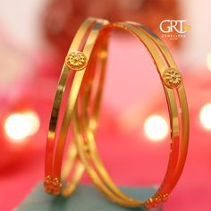 Head to our showrooms to explore exclusive offers on bangles! Gold Ring Designs, Gold Bangles Design, Womens Jewelry Rings, Gold Jewelry, Beaded Jewelry, Crystal Jewelry, Jewelry Art, Antique Jewelry, Plain Gold Bangles