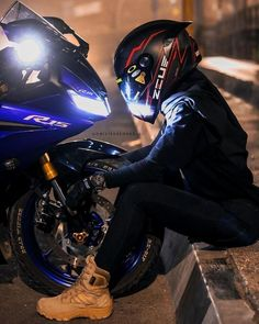 friends help promote the community I live in / which I want to share with those who are interested and truly are part of life Motorcycle Couple Pictures, Bike Couple, Sport Bike Helmets, Sport Bikes, Motorbike Girl, Motorcycle Style, Biker Boys, Biker Girl, Fille Et Dirt Bike