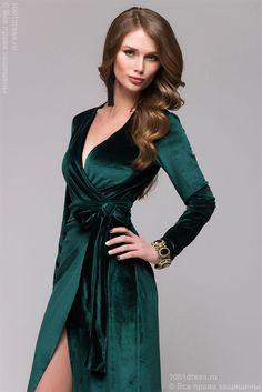 Изумрудное вечернее платье с запахом и длинным рукавом - фото 12715
