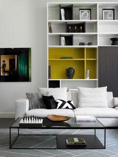 Sofa Table Design. Coussin noir et blanc pour agencer avec futur fauteuil cuir noir.