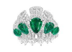 La bague Archi Dior Corolle Jour http://www.vogue.fr/joaillerie/a-voir/diaporama/bijoux-haute-joaillerie-juillet-2014-biennale-des-antiquaires-2014-haute-couture-automne-hiver-2014-2015-fwc2014/19556/image/1035549#!la-bague-archi-dior-haute-joaillerie
