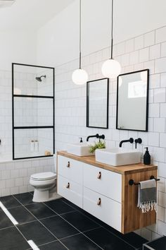 Our bathroom addition reveal + tips on choosing a builder — Mountainside Home black white brown bathroom I fekete-fehér-barna fürdő Bad Inspiration, Bathroom Inspiration, Brown Bathroom, Black And White Bathroom Ideas, Black Bathroom Floor, Small Full Bathroom, Black White Bathrooms, Modern Bathroom Tile, Tiny Bathrooms