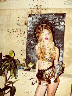 All that glitters is gold Grunge, Glitter Photography, Fashion Photography, Party Photography, Photography Styles, People Photography, All Cheerleaders Die, Mode Shorts, Alexandre Le Grand