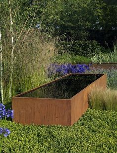 Cor-ten steel pond/reflection pool. More obtrusive then required but it nicely breaks up the planting of the border.