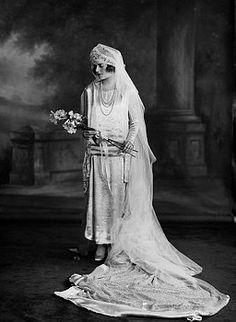 Edwina Mountbatten in Wedding Dress, 1922 Vintage Wedding Photos, 1920s Wedding, Vintage Bridal, Wedding Bride, Wedding Gowns, Vintage Weddings, Vintage Images, Wedding Pictures, Royal Brides