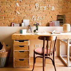 """""""Bonito el escritorio, verdad? Es de @babillage y los detalles de @cuilleredesucre Mi estilismo para revista @el_mueble fotografía de #lluissans #estilismo…"""""""