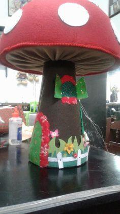 Hongo navideño Felt Fairy, Holly Hobbie, Soft Dolls, Fairy Houses, Pin Cushions, Alice In Wonderland, Snowman, Christmas Tree, Crafts