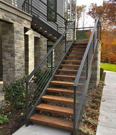 escalier demi tournant exterieure, escalier en bois et acier