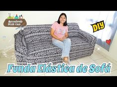 Aprende cómo hacer una funda elástica para todo tipo de sofás con este paso a paso. De esta forma protegerás tus sofás de manchas y suciedad. Diy Sofa Cover, Couch Covers, Diy Cape, Mason Jar Fairy Lights, Mason Jar Diy, How To Make Sofa, Sofa Protector, Diy Projects For Kids, Sewing Stitches