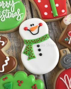 And congrats to Adriana & Taylor on their engagement! 💍 These were inspired by the amazing cookies of… Snowman Cookies, Christmas Sugar Cookies, Christmas Cupcakes, Holiday Cookies, Fancy Cookies, Iced Cookies, Cute Cookies, Cupcake Cookies, Noel Christmas