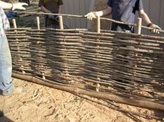 to Make Wattle Fencing Step by Step for Animal and Garden Fencing Pictorial Guide, step-by-step making a wattle fence.Pictorial Guide, step-by-step making a wattle fence. Wattle Fence, Bamboo Fence, Wooden Fence, Concrete Fence, Cedar Fence, Backyard Fences, Garden Fencing, Garden Landscaping, Eco Garden