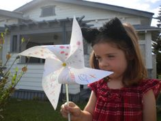 How to make a Paper Windmill/Pinwheel Paper Windmill, Crafts For Kids, Arts And Crafts, Pinwheels, Fun Projects, Toddlers, Wordpress, Simple, Creative