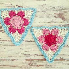 Ravelry crochet: Ravelry: mrstiff's Floral Crochet Bunting - Pretty floral crochet bunting from Japanese motif crochet book. Crochet Bunting, Crochet Garland, Crochet Diy, Crochet Motifs, Manta Crochet, Crochet Blocks, Crochet Squares, Crochet Home, Love Crochet