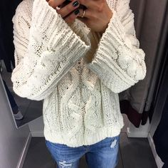 #knittedsweater #mirrorselfie #fashion #style #knitted #whitesweater