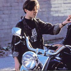 Terminator 2 - John Connor - Cutscene • A camiseta de John Connor você encontra em www.cutscene.com.br • terminator • movies • cinema • camiseta • filme • john • connor • t-800 • arnold • schwarzenegger • public enemy • exterminador do futuro • arnold schwarznenegger