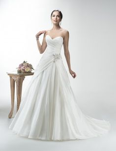 Maggie Sottero trouwjurk www.honeymoonshop.nl