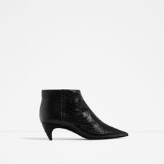 ZARA - WOMAN - EMBOSSED LEATHER LOW HEEL ANKLE BOOTS