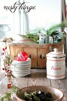 Rusty Hinge is a blog about vintage decorating, gardening, and collecting with a twist of farmhouse and country living.