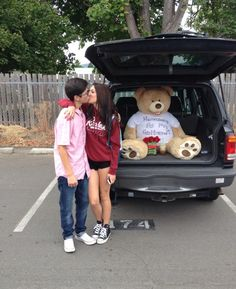Alyce Paris News, Celebrity Fashion, Prom News, Humor, Videos 20 ways to do your promposal or homecoming invites