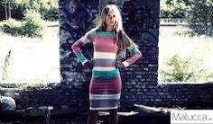 Farverig stribet basic kjole til sommerdagene. TILBUD KUN 99,- på www.malucca.dk