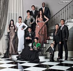 Check out the Kardashian clan's ultra-glam 2010 Christmas card! The pic features Kim Kardashian, Khloe with husband Lamar Odom, Kourtney with boyfriend Scott… Khloe Kardashian, Kardashian Family Photo, Familia Kardashian, Kardashian Fashion, Robert Kardashian, Family Shoot, Family Posing, Family Portraits, Kardashian Jenner Christmas Card